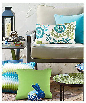Save 25% on outdoor decor plus, spend $299 or more and save an extra 5%