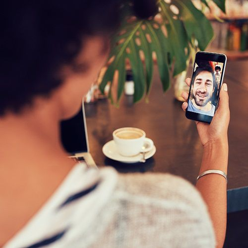 Video chatting on a smartphone using 4G