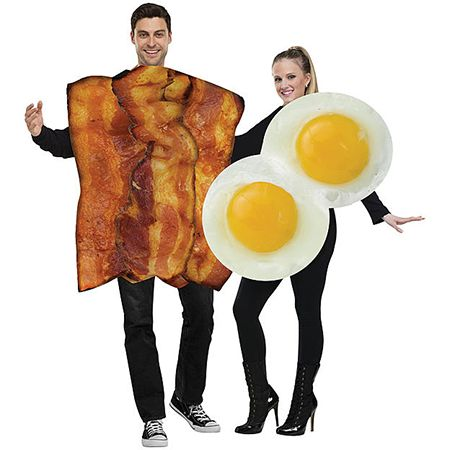 Man and woman in a Bacon & Eggs Couples Costume Set