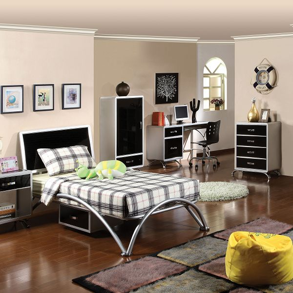 Modern bedroom design with contemporary bed, bedding and decor