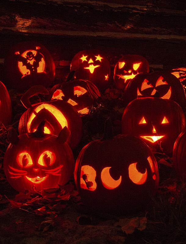 Jack-o-lanterns at night