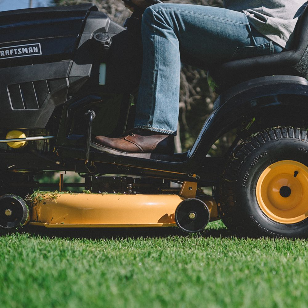 Standard vs. Zero-Turn Riding Mowers
